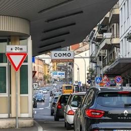 Lombardia zona gialla  Ma in frontiera non si cambia  Dalla Svizzera shopping vietato