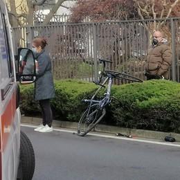 Arosio, ciclista travolto da auto  Trasportato in elicottero a Varese