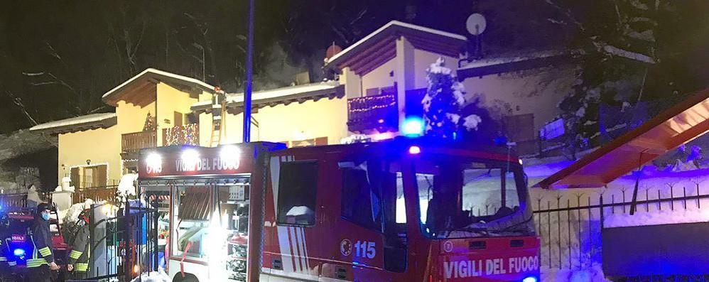 Bellagio, incendio a Piano Rancio  In fiamme il tetto di due villette