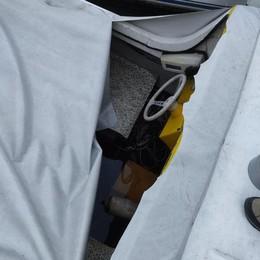 Dongo, vandalismi al molo in centro  Tagliati i teli a quattro barche