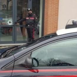 Incursione al circolo anziani  Ma i carabinieri lo arrestano
