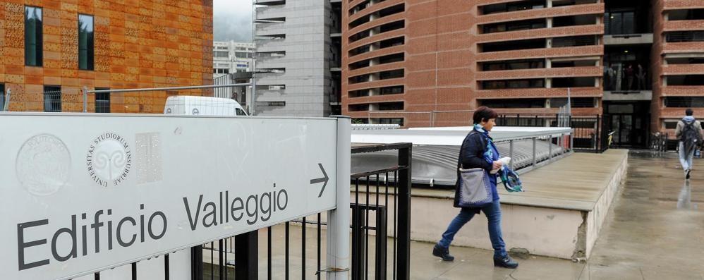 Irruzione (e furto) in università  «Scusate, fuori faceva freddo»
