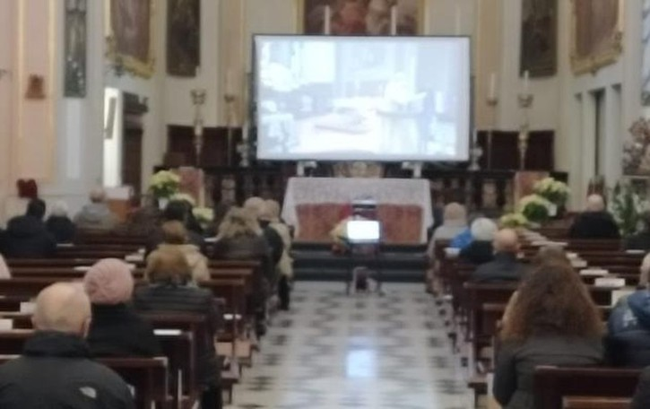 L'addio a don Alfredo Nicolardi  Il vescovo celebra a Caslino