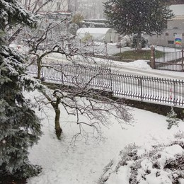 Olgiatese, strade imbiancate   Nevica dalla mattinata