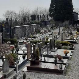 Sepolture delle vittime di Covid  Niente rincari per i non residenti