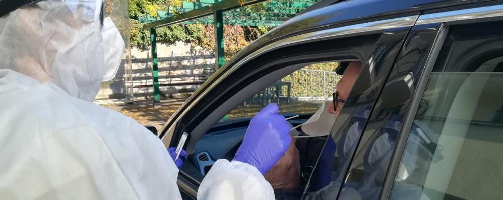 Bellagio, sanitario con Covid denunciato  Non era in quarantena ma in piazza