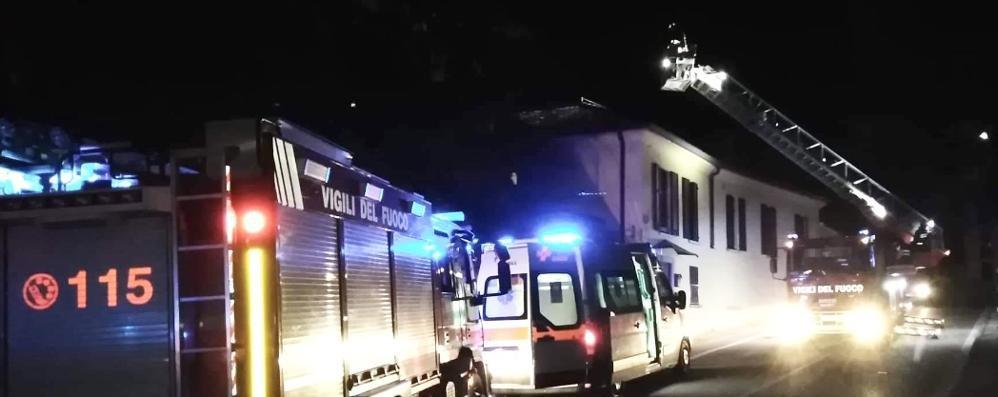 Albavilla, canna fumaria in fiamme  Palazzina evacuata per precauzione