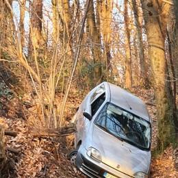 Bloccato nel bosco con l'auto  Anziano salvato a Bizzarone