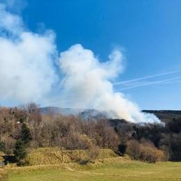 Bruciano i boschi sopra Tavernerio   GUARDA IL VIDEO