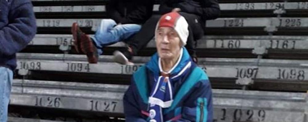 Il nonno di tutti i tifosi  Al Sinigaglia a 99 anni  già un idolo sul web  Una maglia dal Como