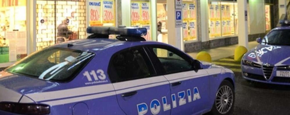 Assalto al supermercato di Breccia  I rapinatori minacciano con un coltello