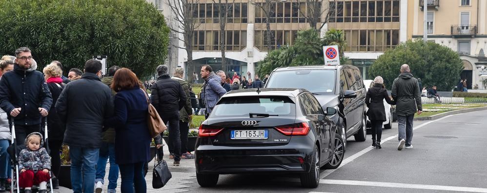 Piazza Cavour, sempre peggio  Gli abusivi raddoppiano