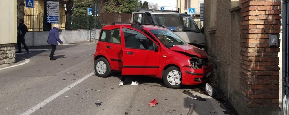 Incidente con un camion  Olgiate, paura per una bimba