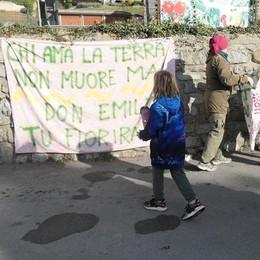 Barni, 50 al presidio dell'orto di don Emilio  «No al parcheggio, andremo dal Papa»