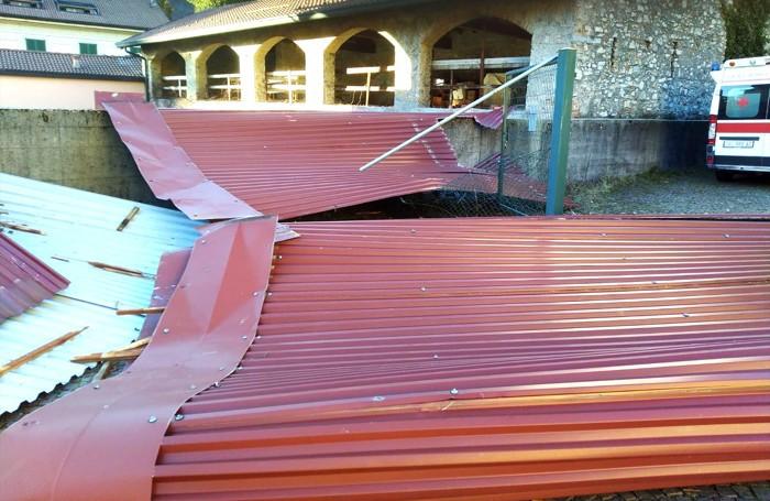 Asso: il tetto del deposito mezzi della Cri danneggiato (Bartesaghi)