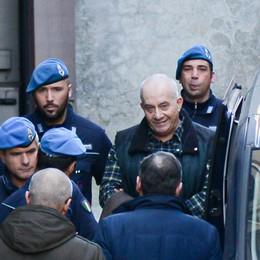 Strage di Erba, udienza a porte chiuse  Protesta la difesa: volevano le tv in aula