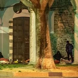 La Lega chiude fuori i senzatetto  «Cancelli davanti a San Francesco»