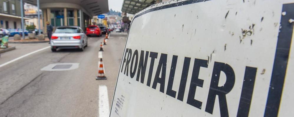 Psicosi da virus in Svizzera «Controlliamo i frontalieri»