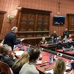 Como: Consiglio, altra farsa  Forza Italia diserta  e salta ancora tutto