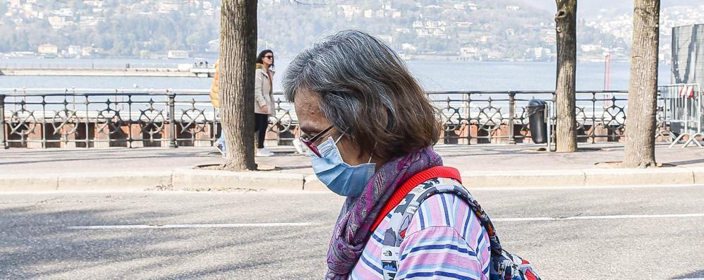Coronavirus, c'è un caso in Ticino E a Como il Comune chiude a metà