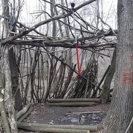 Misteriosa capanna nei boschi  Forse la base degli spacciatori