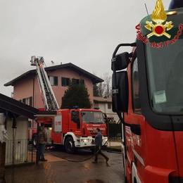 Gironico, tetto in fiamme Spento dai vigili del fuoco