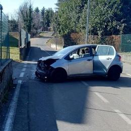 Con l'auto contro un muretto  Appiano, donna in ospedale