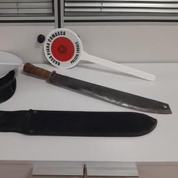 Senza documenti fuori dal market  Veniano, ma aveva un machete