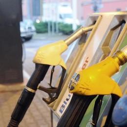 Dimezzato lo sconto  sul pieno di benzina