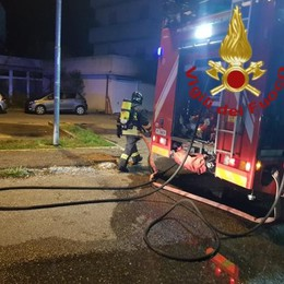 Lipomo, fiamme in un box Paura in via Matteotti