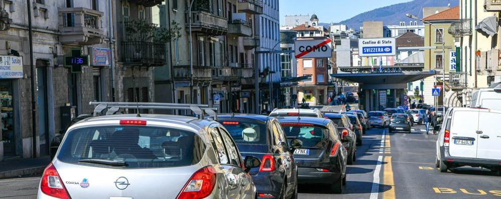 Coronavirus, il Ticino chiude le scuole  Controlli fitti ma le frontiere restano aperte