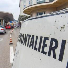 Coronavirus, in Ticino  Acasa i frontalieri dell'edilizia  Over 65, obbligo di stare  a casa