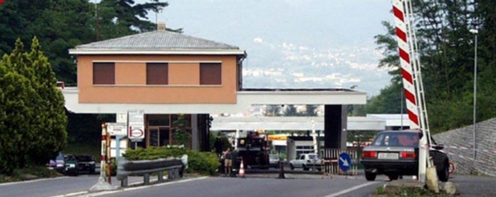 Sindaci e sindacati alla Svizzera  «Riaprite il valico di Bizzarone»