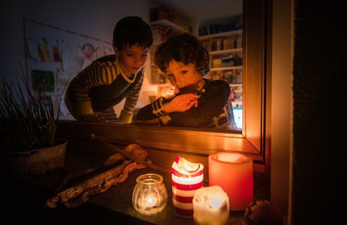 Como flash mob candele alle finestre, coronavirus