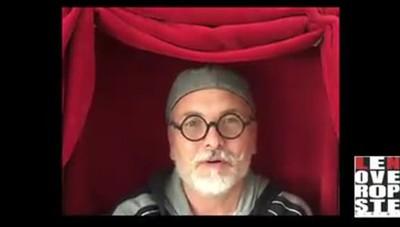 La compagnia teatrale Le Nuove Proposte di Cirimido canta Azzurro