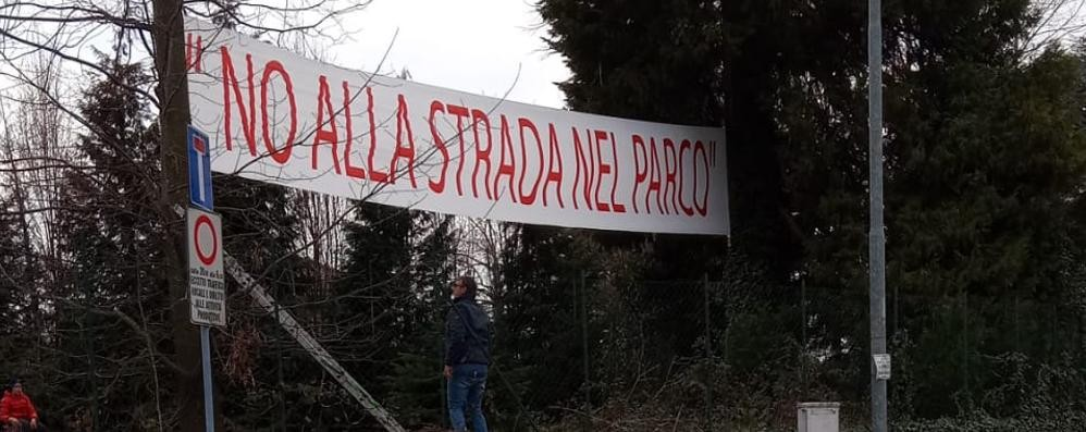 Mariano, striscione anti tangenzialina  Multe e rimozione: scontro politico