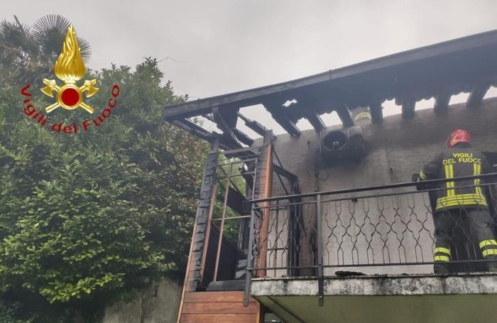 Il tetto distrutto in parte