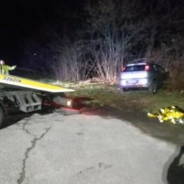 La pattuglia insegue l'auto sospetta  Un arrestato, due vigili in ospedale