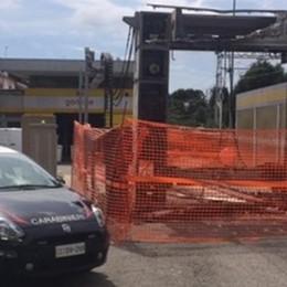 L'accusa: bruciò autolavaggio  Comasco finisce a processo