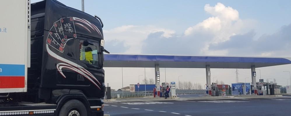 Emergenza coronavirus  Divieto di transito in Lombardia  «Escluse le merci e la filiera produttiva»