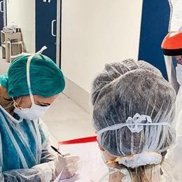 Coronavirus, altri casi positivi  Ma cala il numero dei ricoveri