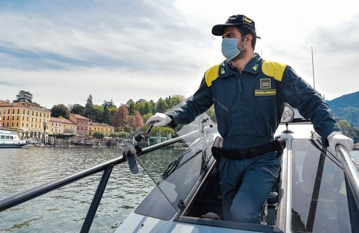Como in motoscafo con la Guardia di Finanza per controlli sul lago gite fuori porta nel giorno di Pasquetta, coronavirus
