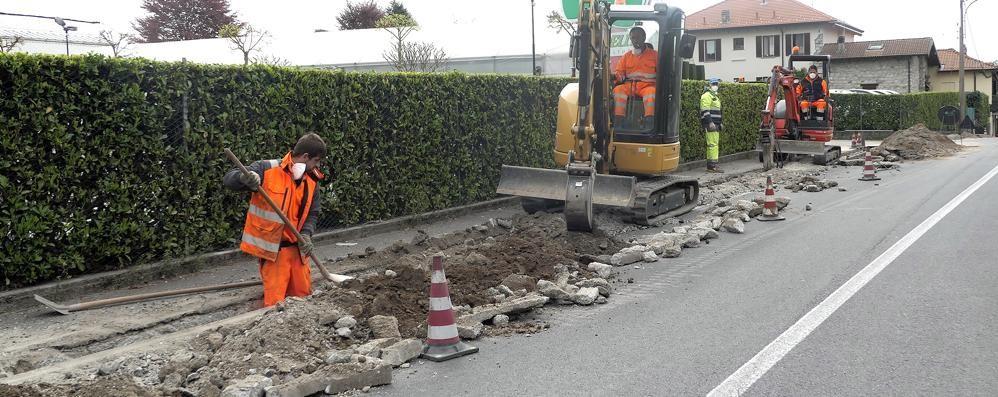 Montorfano, gli scavi per la fibra  rovinano le vie asfaltate da poco