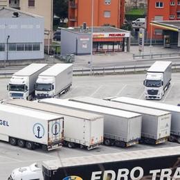 Tir, basta caos se la Svizzera chiude  Accordo raggiunto per 160 posti