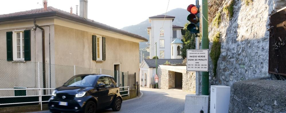 Problemi a Rovenna   «Il semaforo è da spostare»