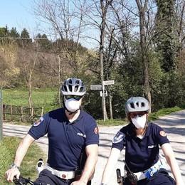 Carugo, agenti in bici nei boschi  Controlli anti passeggiate