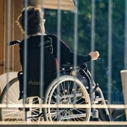 Case di riposo, accuse alla Regione  «Si è mossa tardi e il virus dilaga»