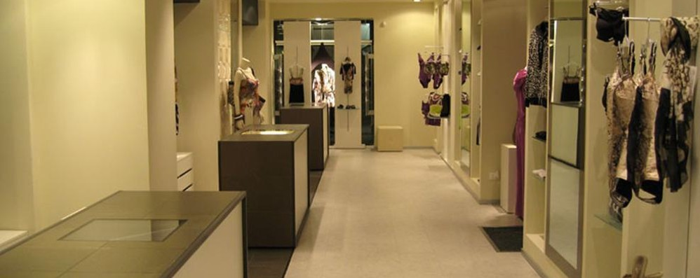 Coronavirus, negozi moda  «Sanificare i vestiti?  Basta fake news»