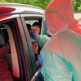 """Coronavirus, tamponi """"drive in"""" a Erba  Iniziati gli accertamenti a Lariosoccorso"""