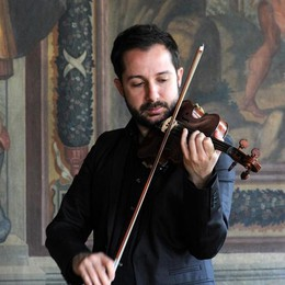 Davide Alogna e l'adunata dei violinisti